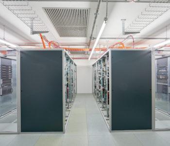 Server-Racks mit Einhausung (Warm-, Kaltgang)